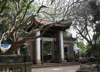 DUONG LAM ANCIENT VILLAGE - TAY PHUONG PAGODA - VAN PHUC SILK 1 DAY TOUR from 27 USD/PERSON only
