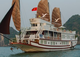 FLAMINGO CRUISES 2 DAYS 1 NIGHT & 3 DAYS 2 NIGHTS from 165 USD/person only