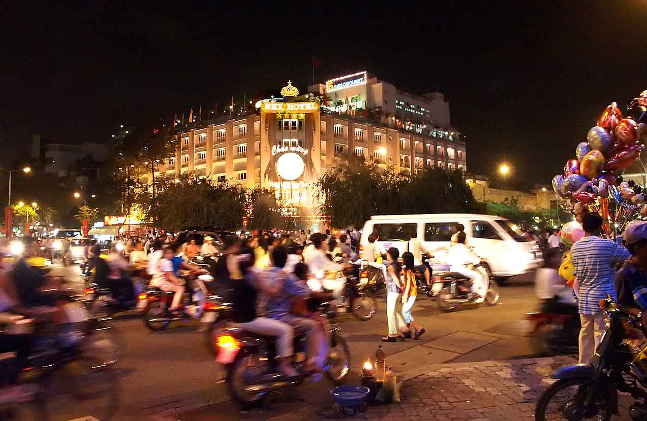 SAIGON MOTORBIKE TOUR BY NIGHT from 27 USD/PERSON only